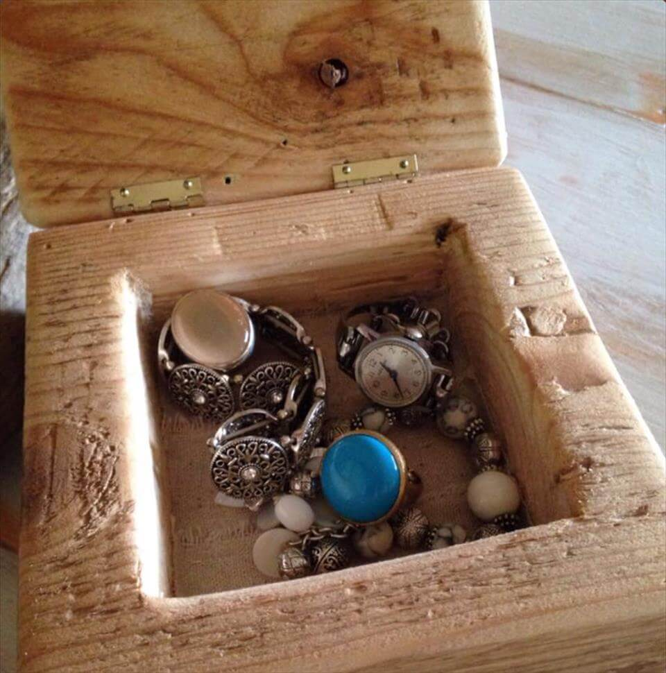 recycled pallet jewelry box