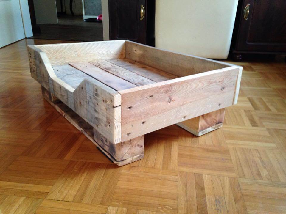 DIY Pallet Dog Bed with Flat Wooden Legs | 99 Pallets