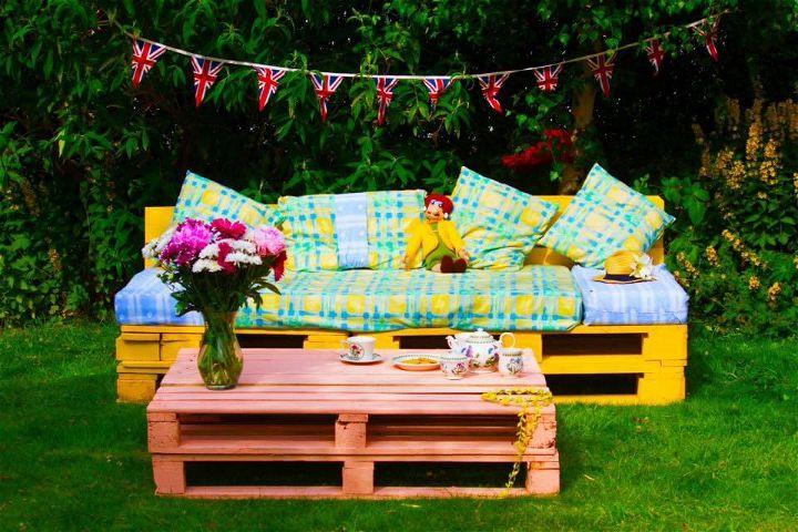 Pallet Patio Furniture and Garden Set  99 Pallets
