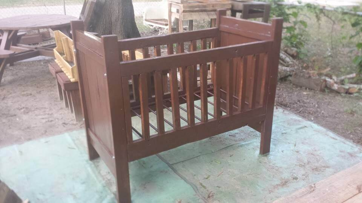 reclaimed pallet baby cradle
