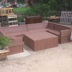 DIY Pallet Garden or Patio Sectional Sofa
