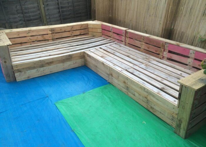 Outdoor Furniture Corner Seating DIY Pallet Patio or Garden Corner Sofa | 99 Pallets