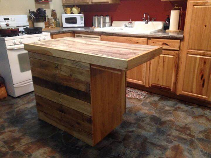 Reclaimed pallet kitchen island table 99 pallets for How to make a pallet kitchen table