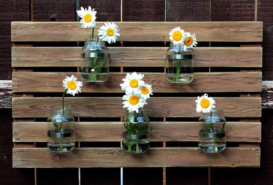 recycled pallet and Mason jars wall organizer