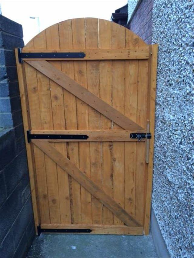 Reclaimed Wood Pallet Entryway Gate 99 Pallets