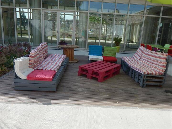Reclaimed pallet outdoor sofa set with a coffee table