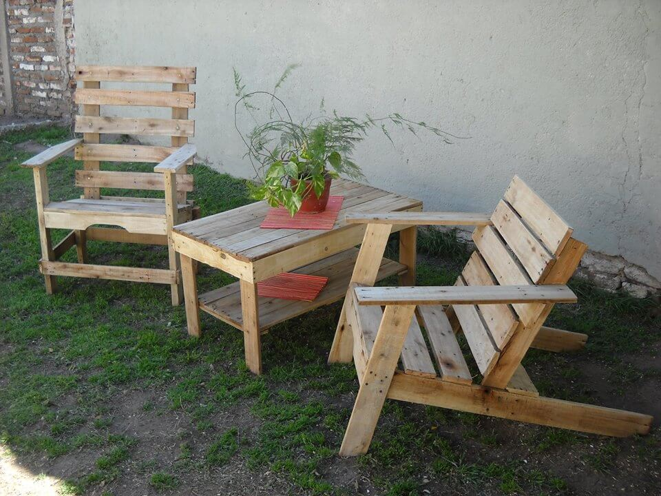 patio furniture made of pallets