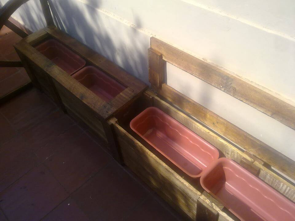 pallet planter with inside plastic baskets