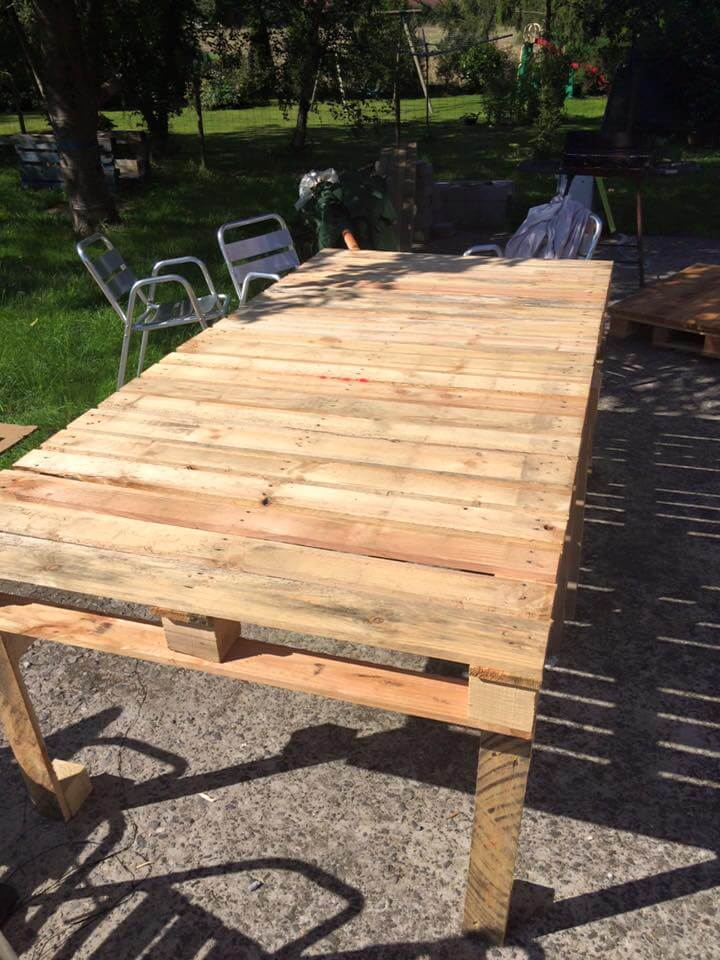 Pallet xl outdoor table 99 pallets for Diy pallet patio table