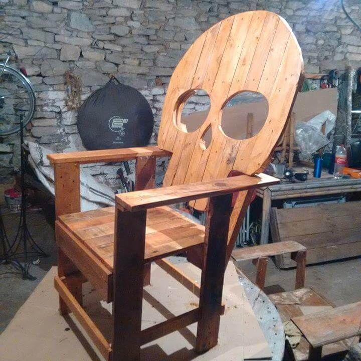 Reclaimed pallet skull chair