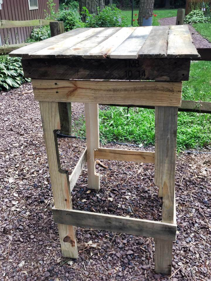 wooden pallet side table