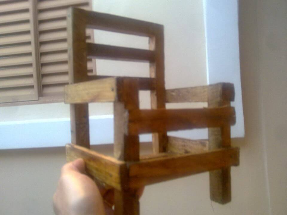 diy miniature pallet chair