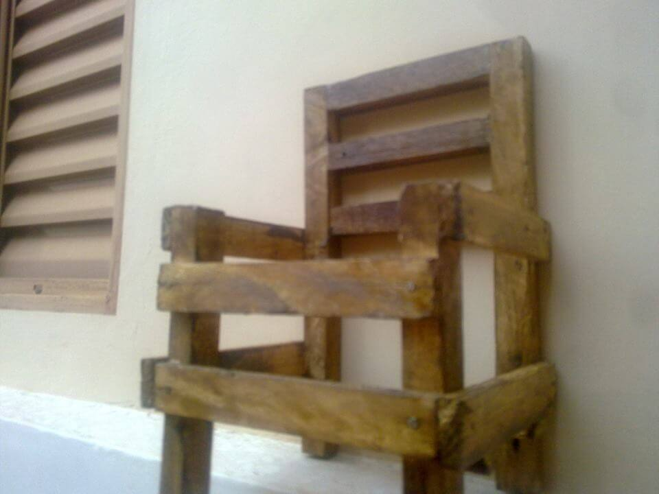 diy wooden pallet little chair