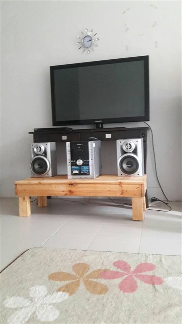 wood pallet media table tv stand 99 pallets