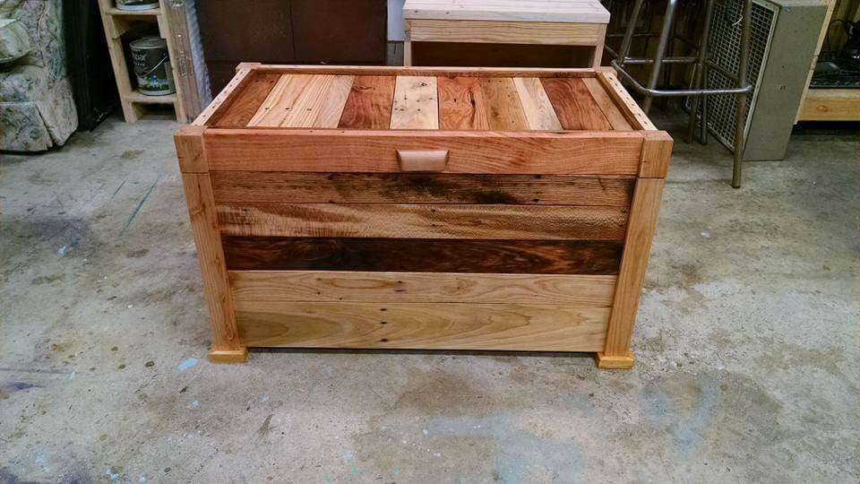 diy wooden pallet chest and coffee table