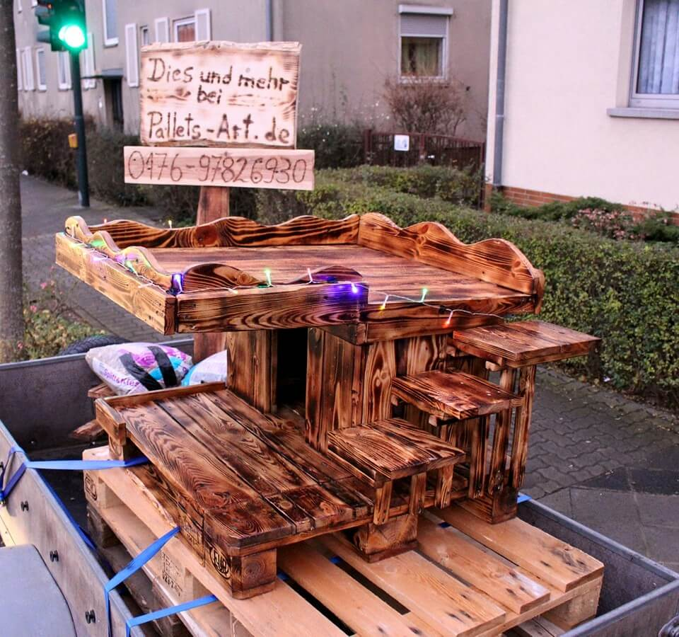 little house made of pallets