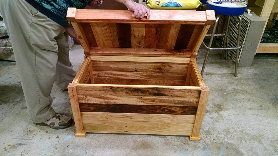 Make A Chest From Pallets 99 Pallets