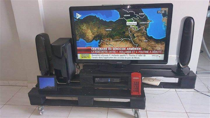 wooden pallet TV cabinet