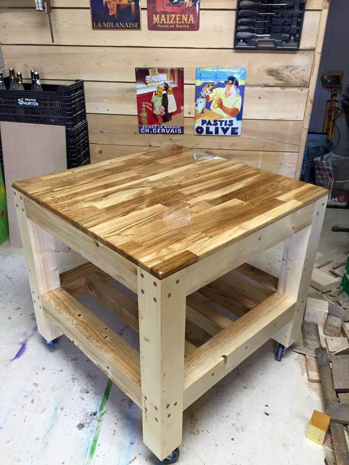 pallet square shape coffee table in brown paint