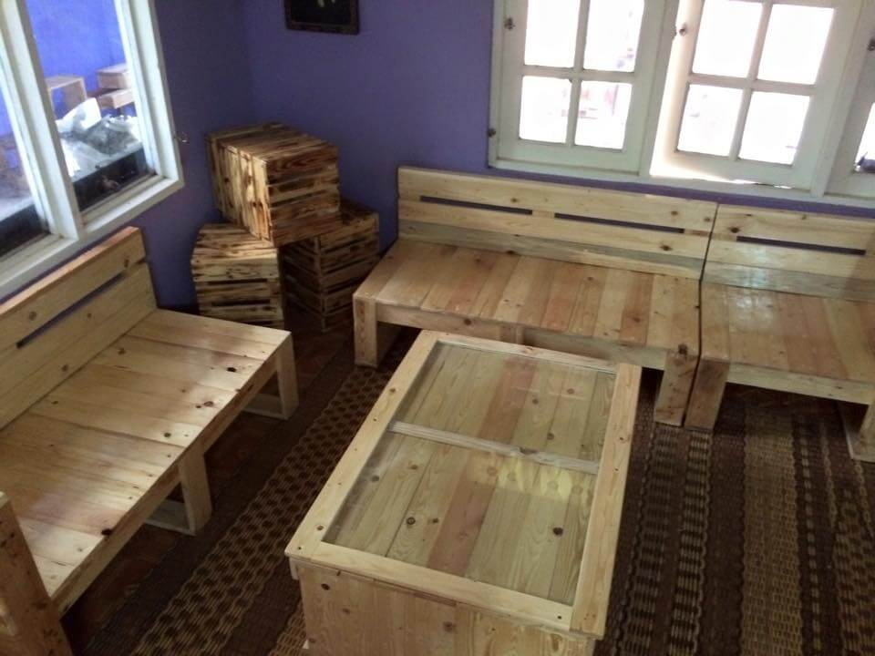 Recycled pallet living room furniture set
