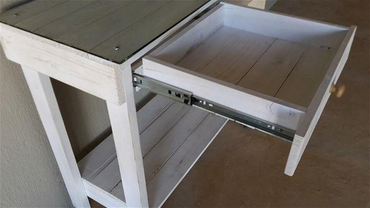 Repurposed pallet working desk