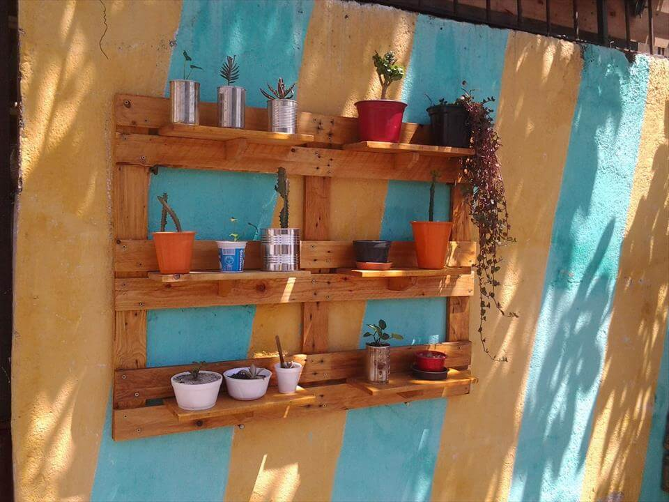 Repurposed pallet garden shelving unit