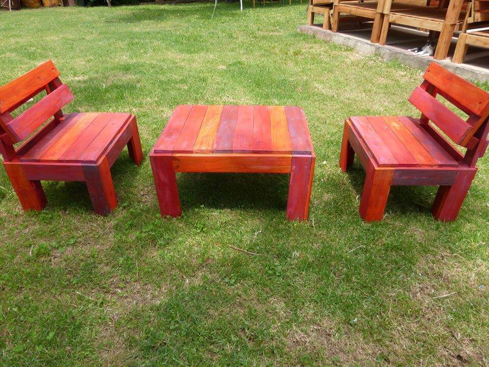 Recycled pallet patio set in red omber stain