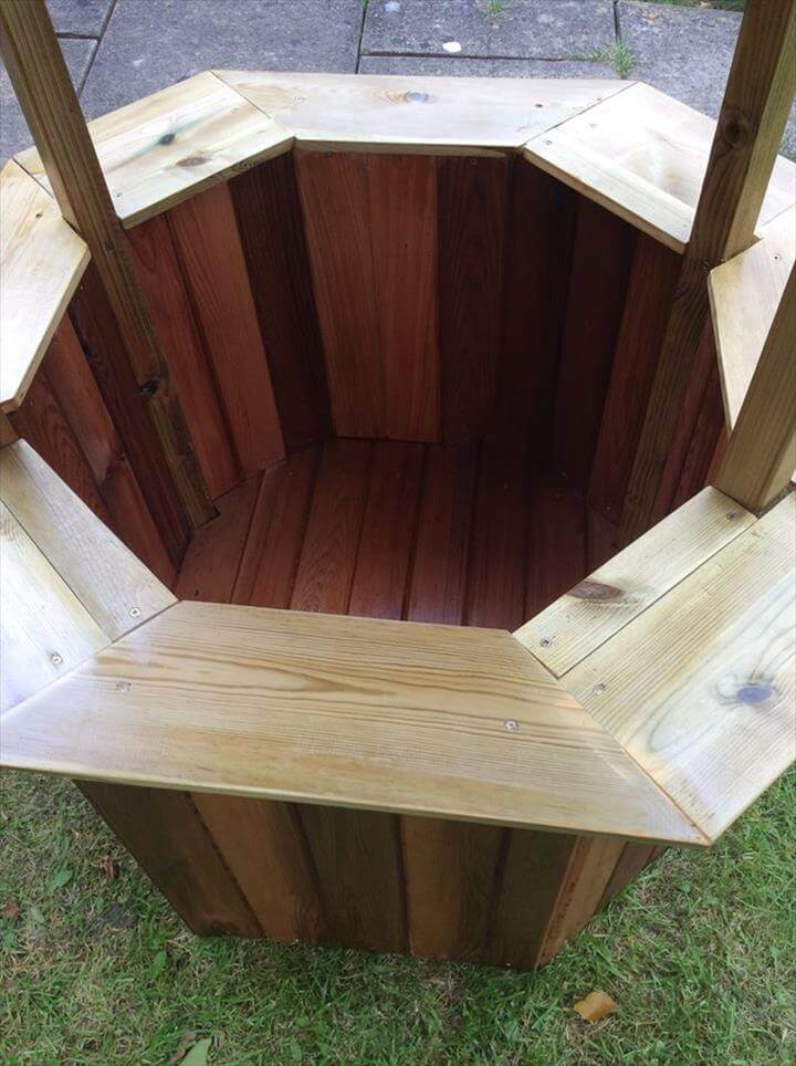 Reclaimed pallet wishing well