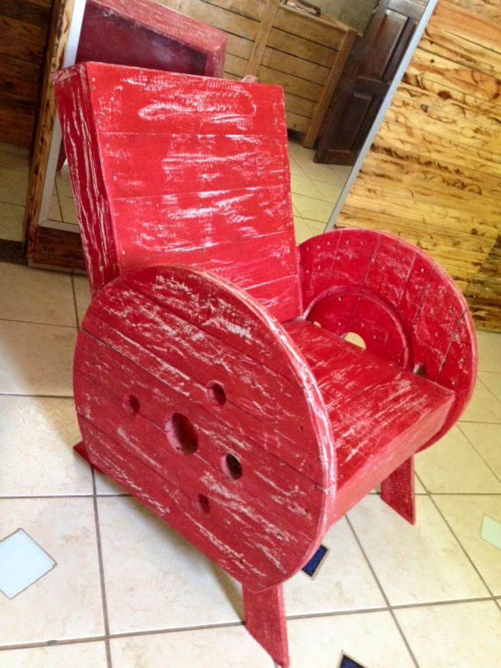 diy pallet and spool wheel chair