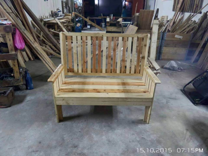Regained pallet garden bench
