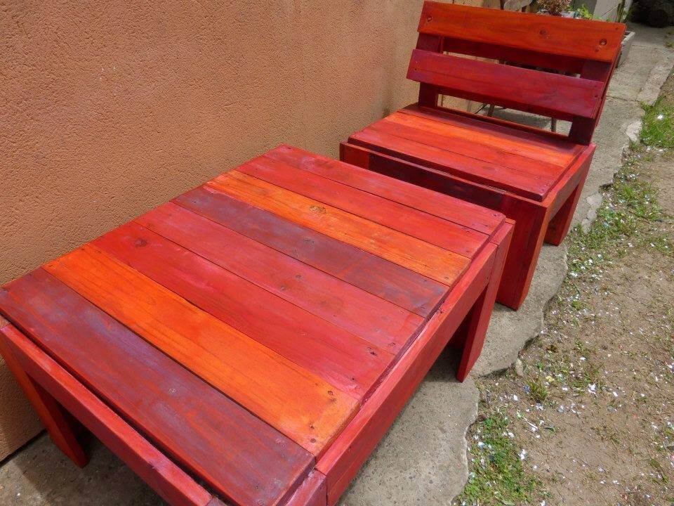 Repurposed pallet patio set in red omber stain