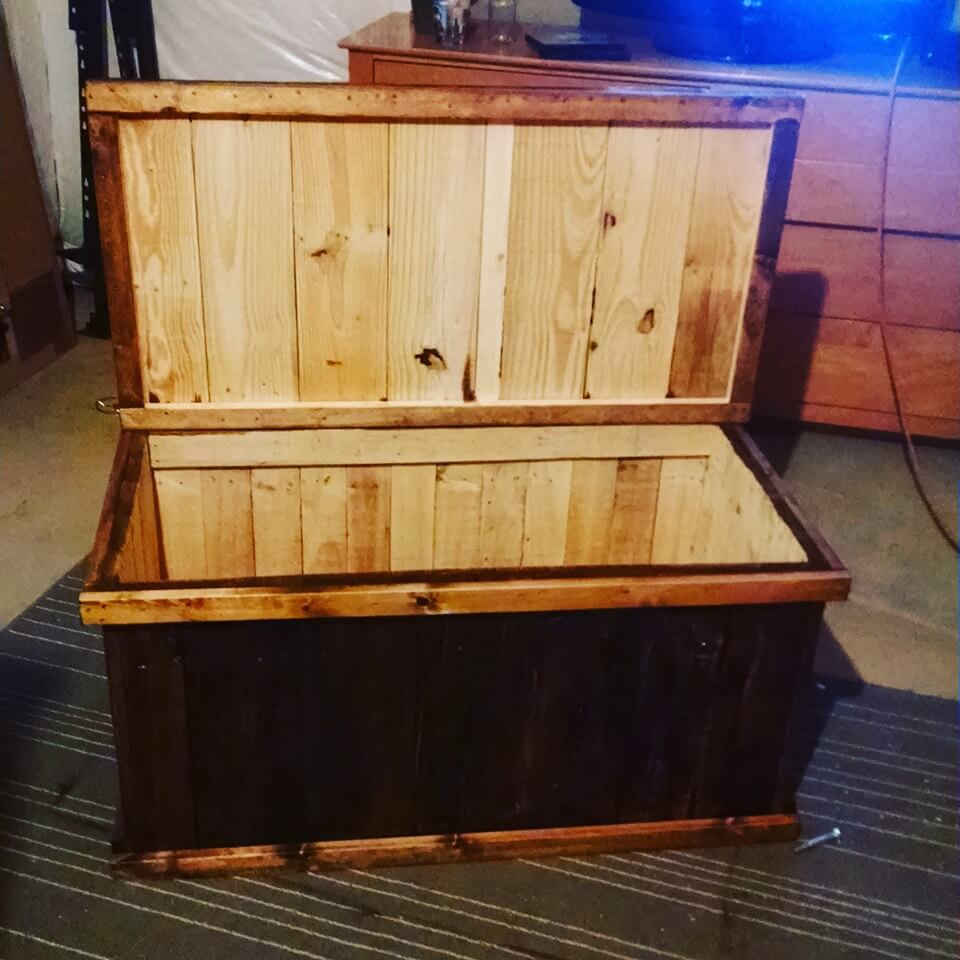 diy pallet trunk or box