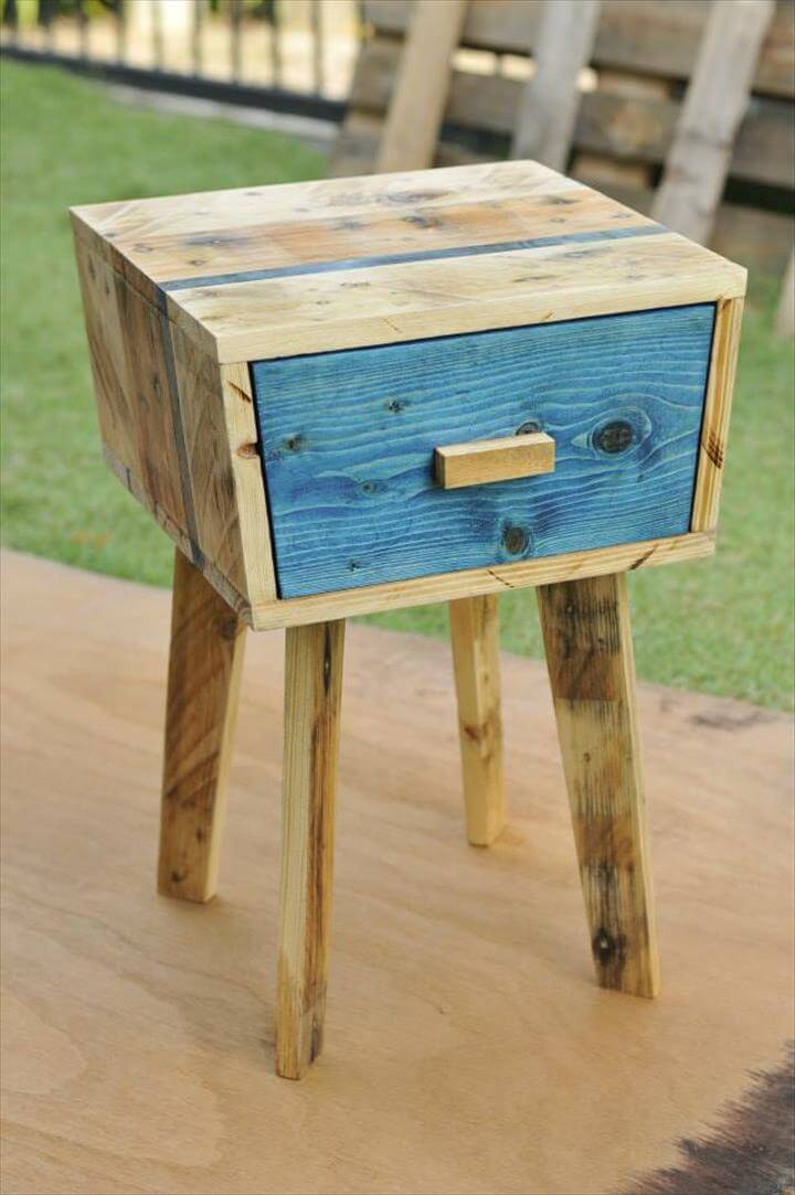 Creative pallet side table 99 pallets for Pallet bed frame with side tables