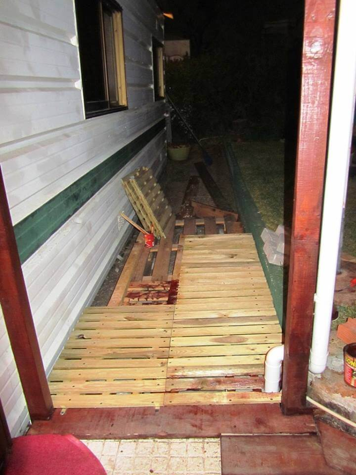 Pallet Walkway - Wooden Sidewalk Ideas | 99 Pallets