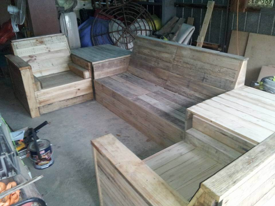 Diy pallet sofa set 99 pallets for Living room furniture made out of pallets