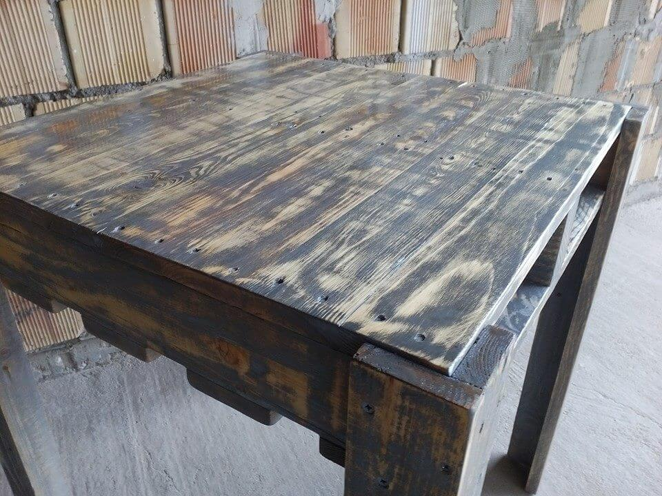 multifunctional table made out of pallets