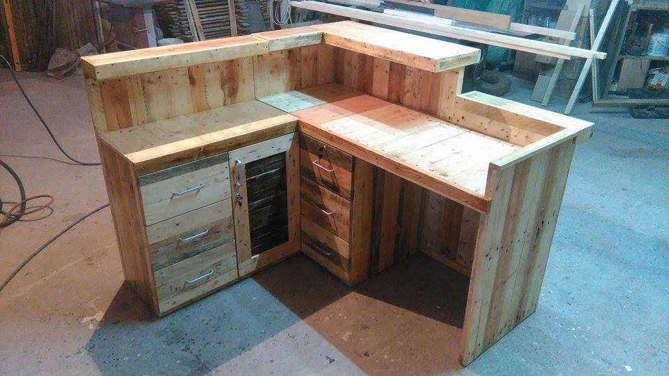 Pallet office desk reception desk 99 pallets Diy work desk