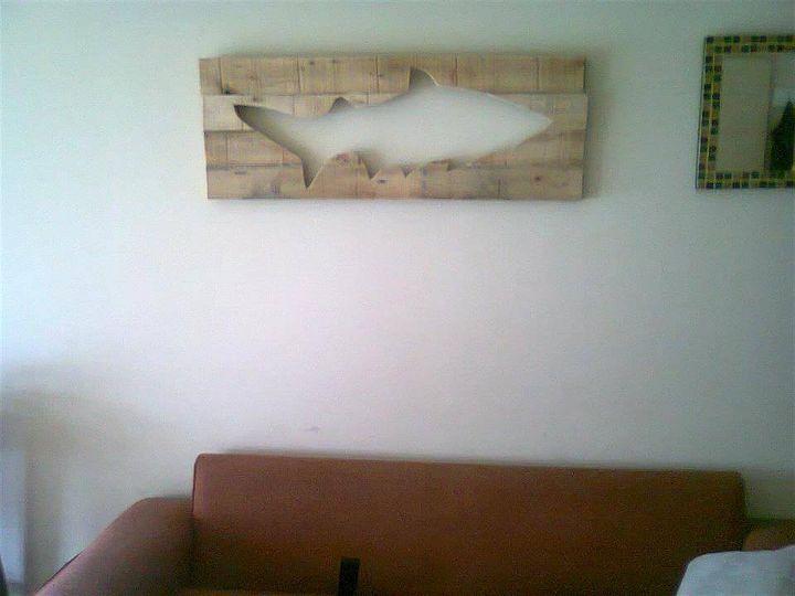 diy pallet fish wall art