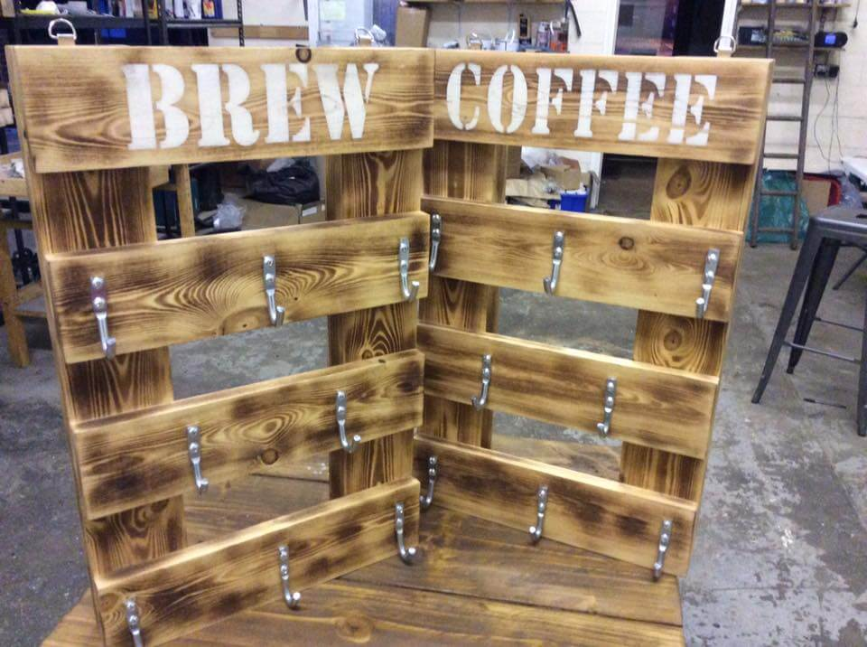 Pallet chunky mug rack 99 pallets for Mug racks ideas