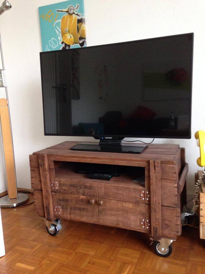 accent pallet t.v stand on wheels
