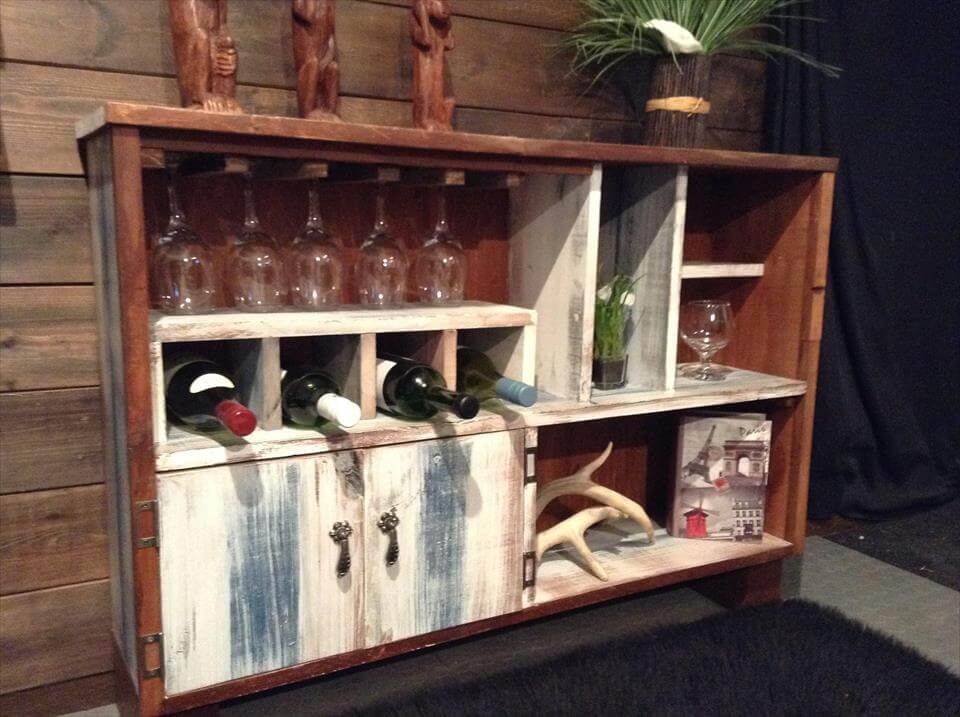Recycled pallet beverage buffet station