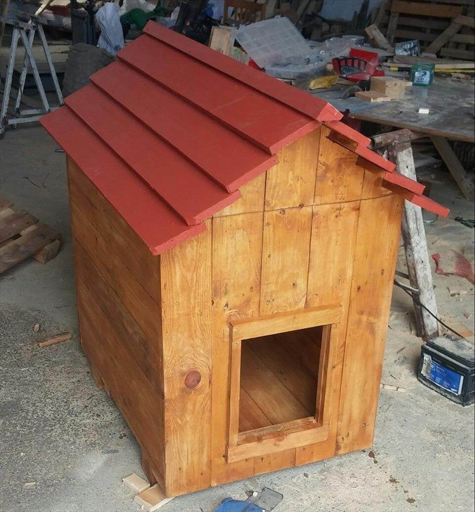 wooden pallet doghouse