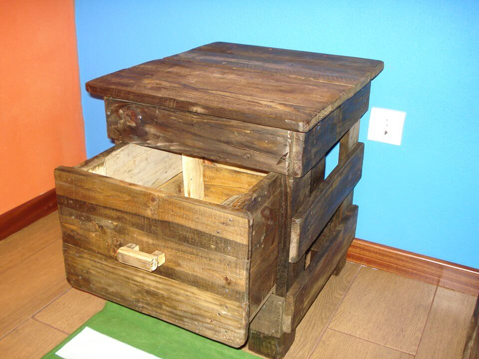 Diy pallet nightstand with one drawer 99 pallets for Pallet drawers diy