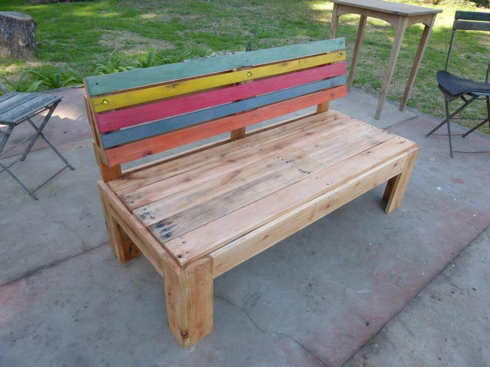 Pallet Outdoor Bench with A fort Back