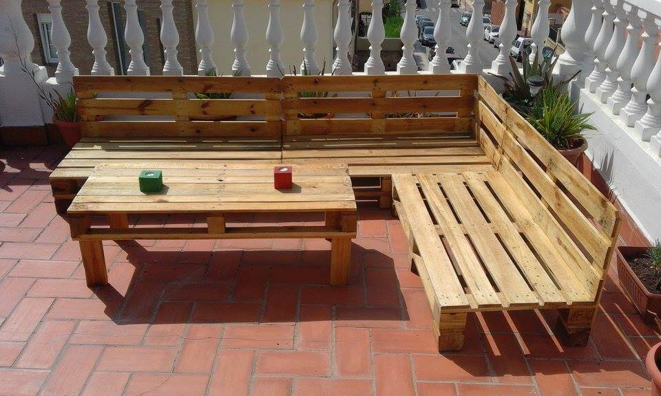 Build pallet outdoor furniture set 99 pallets for Palette table de jardin