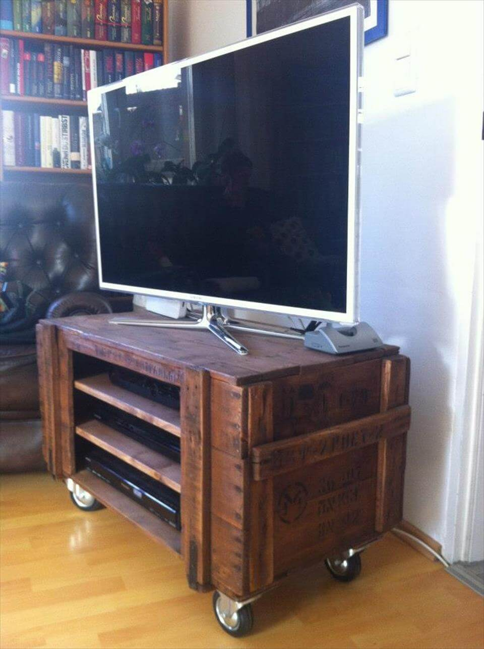 Rustic Pallet TV Stand On Wheels