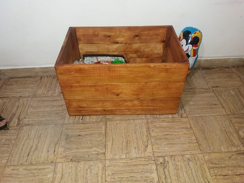 Kids pallet table and toy chest 99 pallets for Toy pallets