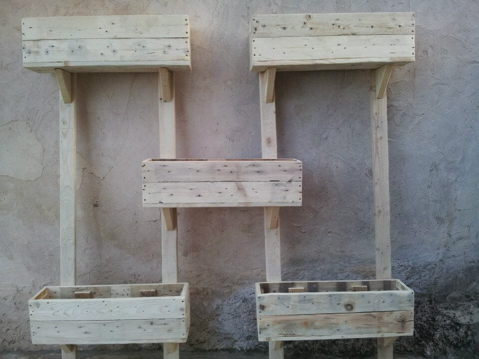 wooden pallet wall planters