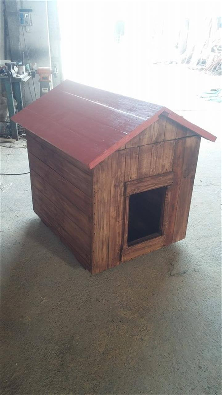 upcycled wooden pallet doghouse