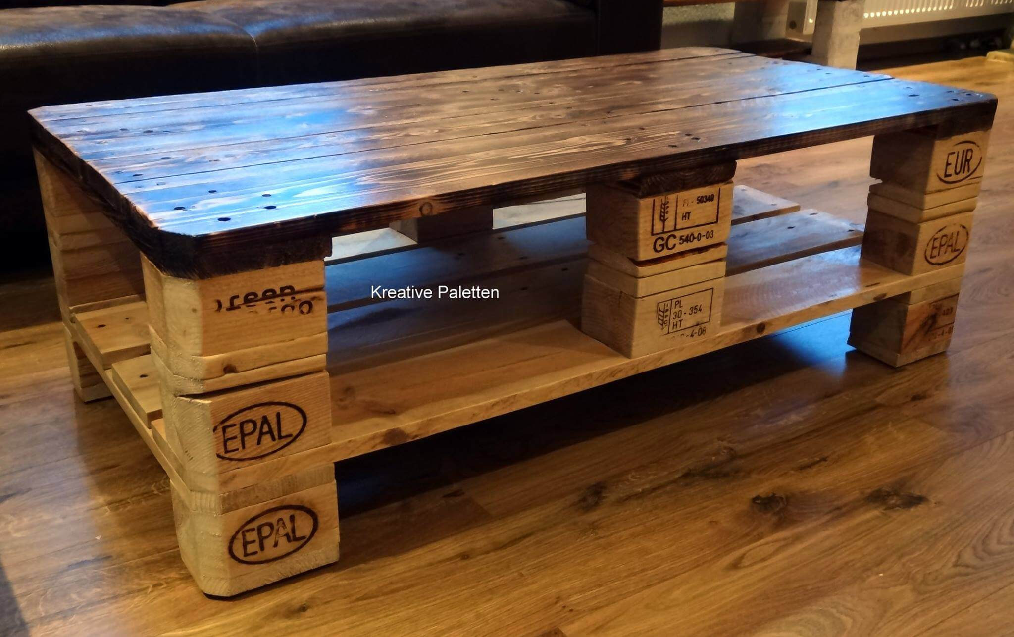 Pallet furniture coffee table - Repurposed Pallet Coffee Table